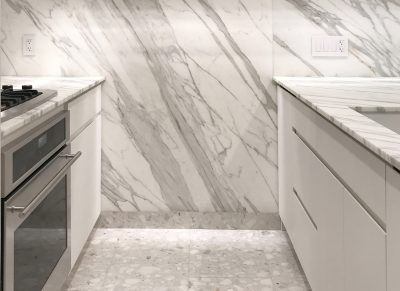 STADT Architecture, Chelsea Pied-à-terre, kitchen, calcatta gold marble, nyc architects